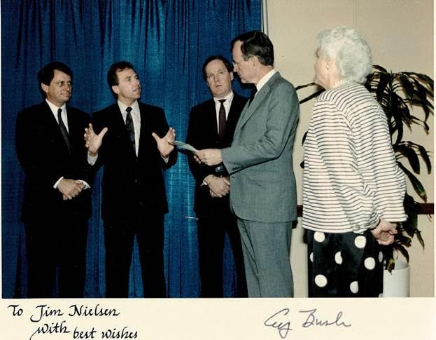 Nielsen speaks with George and Barbara Bush