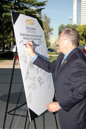 Assemblyman Jim Nielsen signing the pledge to end sexual assault